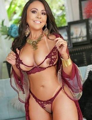 Rebeca Goya - (11) 98167-7834